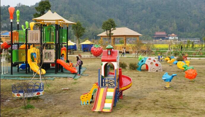日月潭农庄跑马场占地十余亩,有良种马5匹,可供小朋友及家长体验马图片